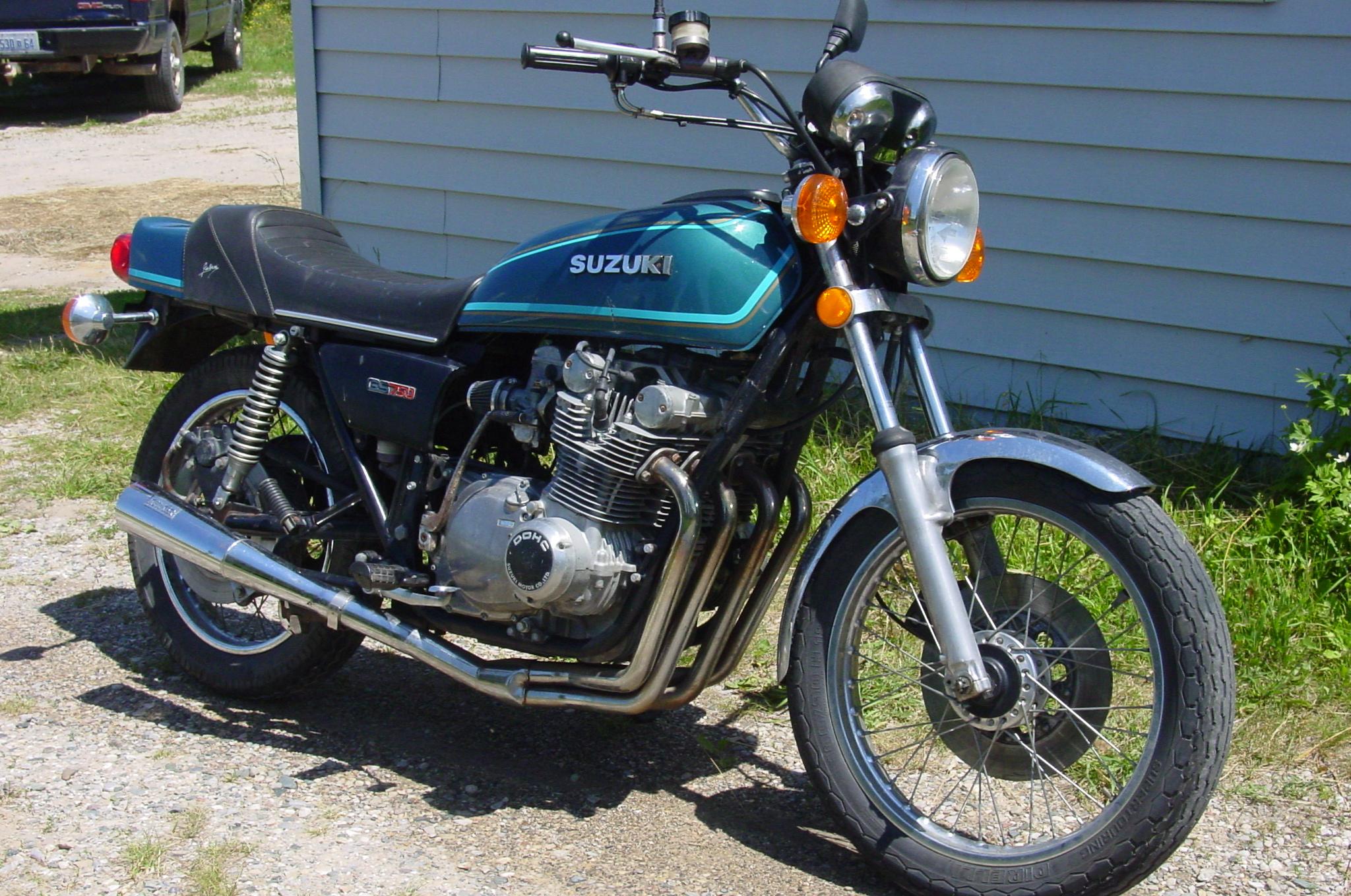 Dsc on 1977 Suzuki Gs750